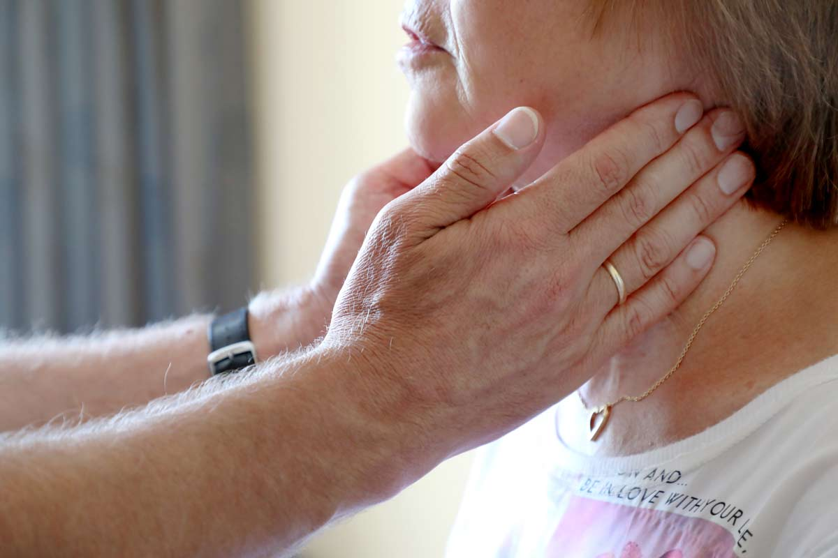 Manuelle Untersuchung der Lymphknoten